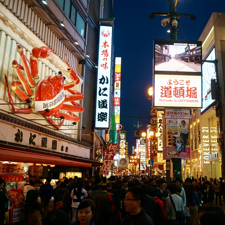 Night holoholo in Dotonbori streets in Osaka! Let's find some good local food and maybe sake!