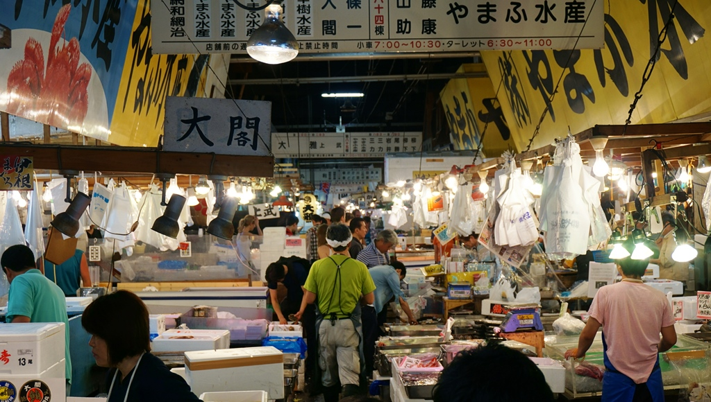 Wholesalers at Tsukiji Fish Market (inside)