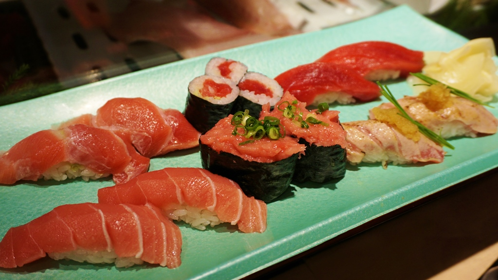 A set of all kine bluefin ahi nigiri! Otoro, chutoro, akami, negitoro, aburi..... Ono!!