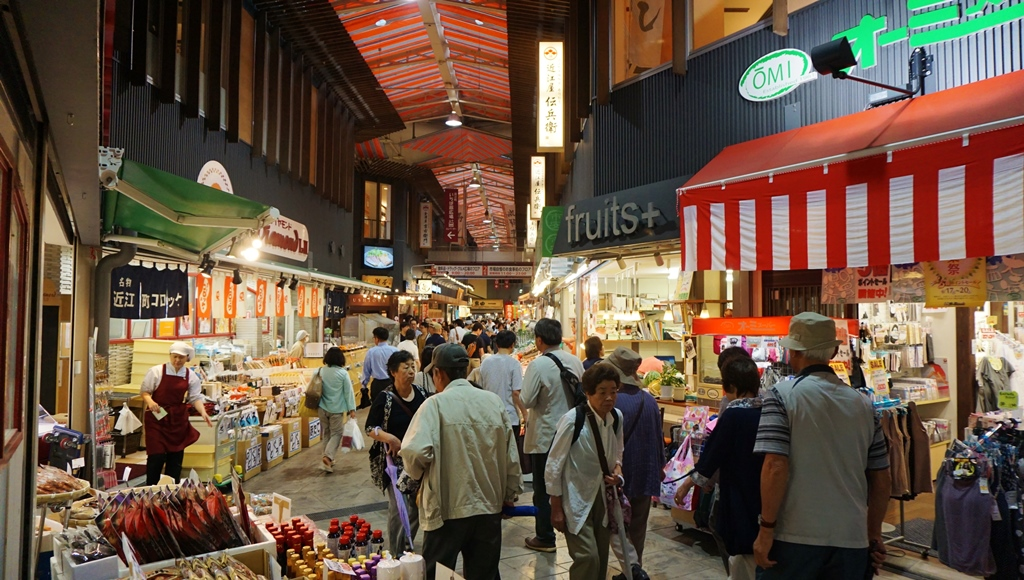 Now we are at Omicho market in Kanazawa where locals go shopping!