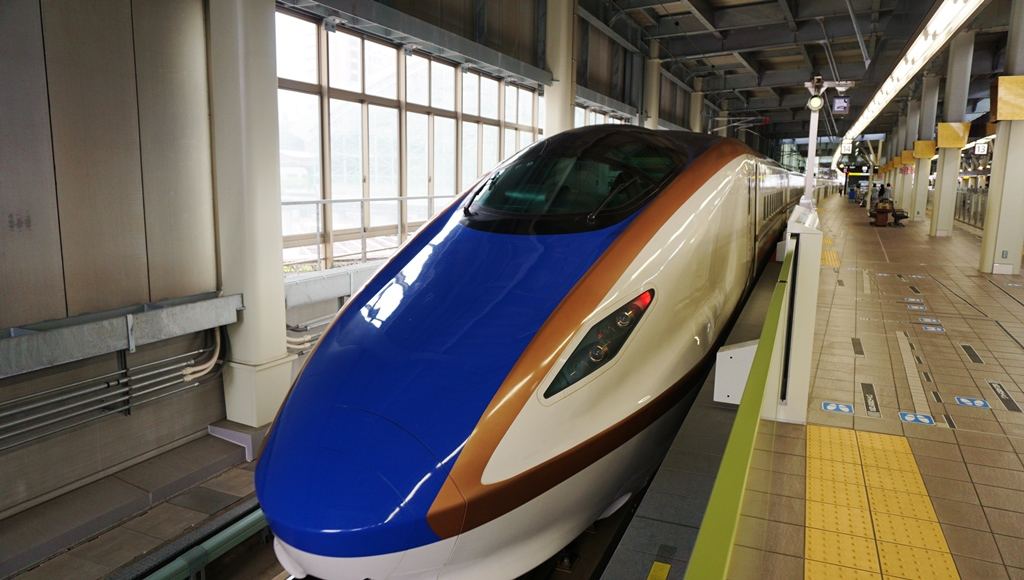 Time to catch Hokurikku Shinkansen (the newest bullet train) to go to Kanazawa on the back side of Japan!!