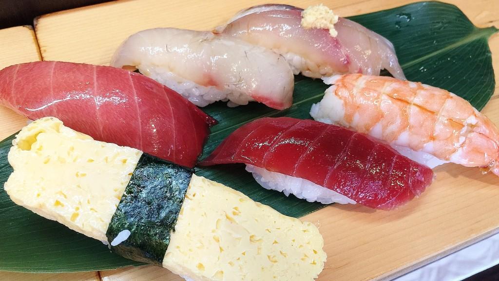 1,000 yen sushi set!