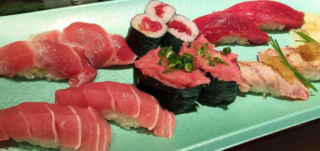 Oishi ahi nigiri!